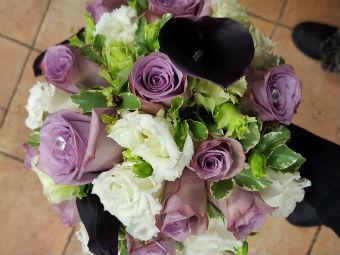 Bouquet violet et blanc mariage